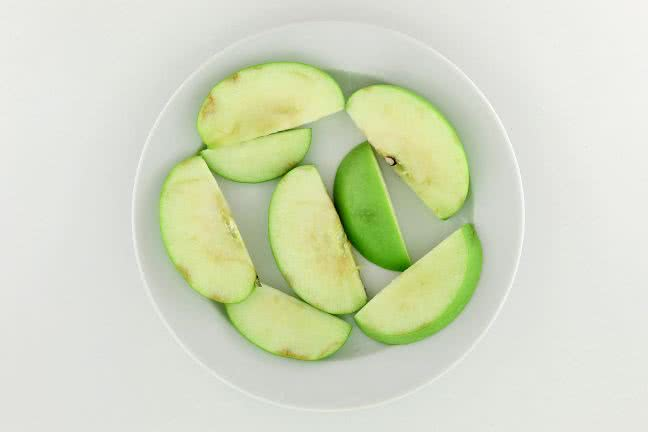Sliced apple on a plate - free stock photo
